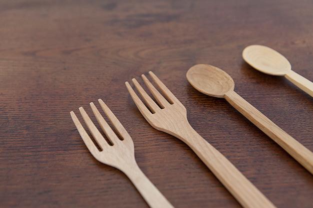 お皿、フォーク、スプーン